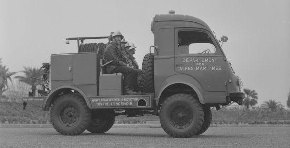 Camion-citerne   Source : Archives Départementales.