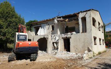 Risque Inondation : Une maison en cours de destruction chemin de la passerelle